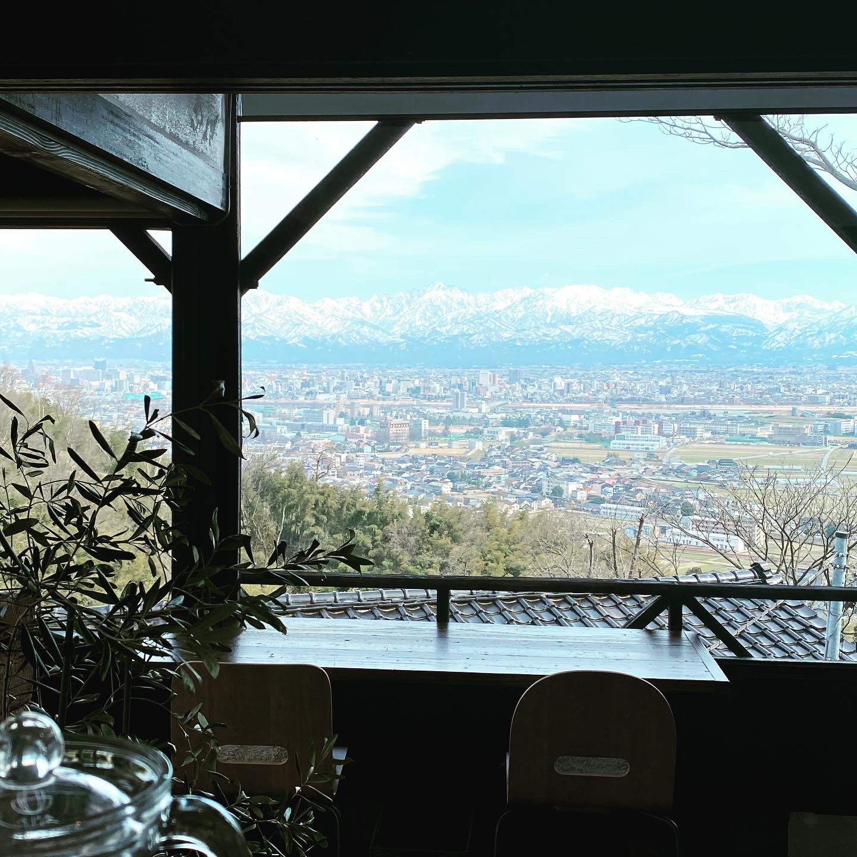窓から見る立山連峰